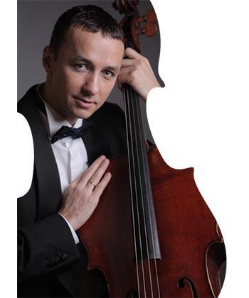 """""""Ascultă 5 minute de muzică clasică"""", oferite de violoncelistul Răzvan Suma, la Palas Mall"""