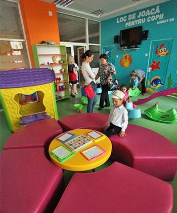 """Copiii au liber la joacă în spaţiul amenajat de Palas la Spitalul de Pediatrie """"Sfânta Maria"""""""