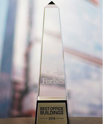 """Compania Iulius a fost premiată pentru """"Cea mai bună strategie"""" de dezvoltare la Fala Forbes Best Office Buildings 2018"""