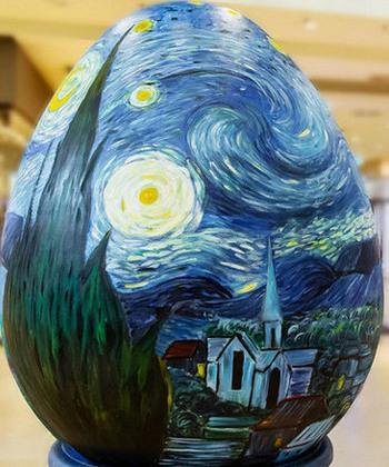 Picturi celebre, reproduse de studenții de la Arte pe ouă gigant, la Iulius Mall