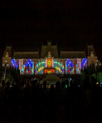 LightUP Festival, în parcul Palas: proiecții video pe Palatul Culturii, artiști de pe trei continente, concert Vița de Vie, premii pentru public