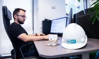 """IULIUS View: ESET – o echipă de ingineri veseli, care lucrează dintr-un birou în care se simt """"acasă"""""""