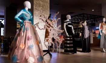 Piese vestimentare create de studenți și elevi, în Iulius Mall Iași