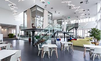 Sediul UniCredit Services din ansamblul Palas, studiu de caz pentru 20 de studenţi la arhitectură din Europa